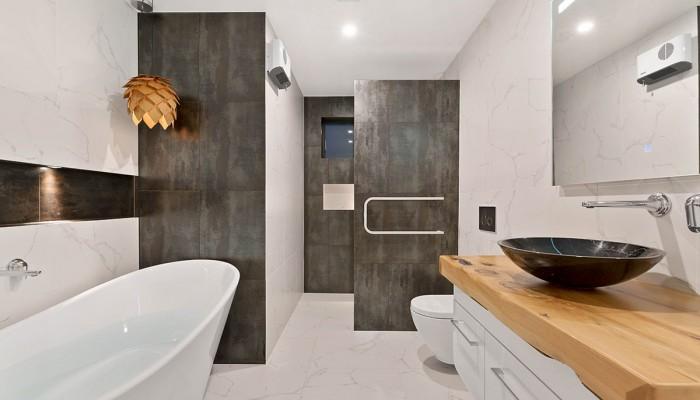 Galloway Terrace A, Wanaka, Main bathroom