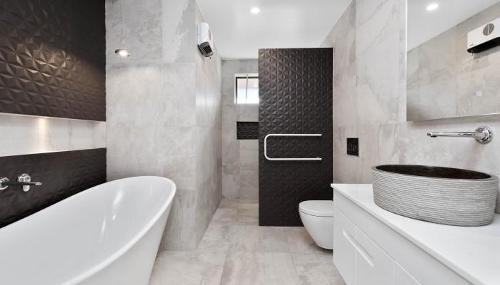 Galloway Terrace B, Wanaka, Main bathroom